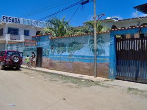 Colorida fachada de la posada Villa Gregoria