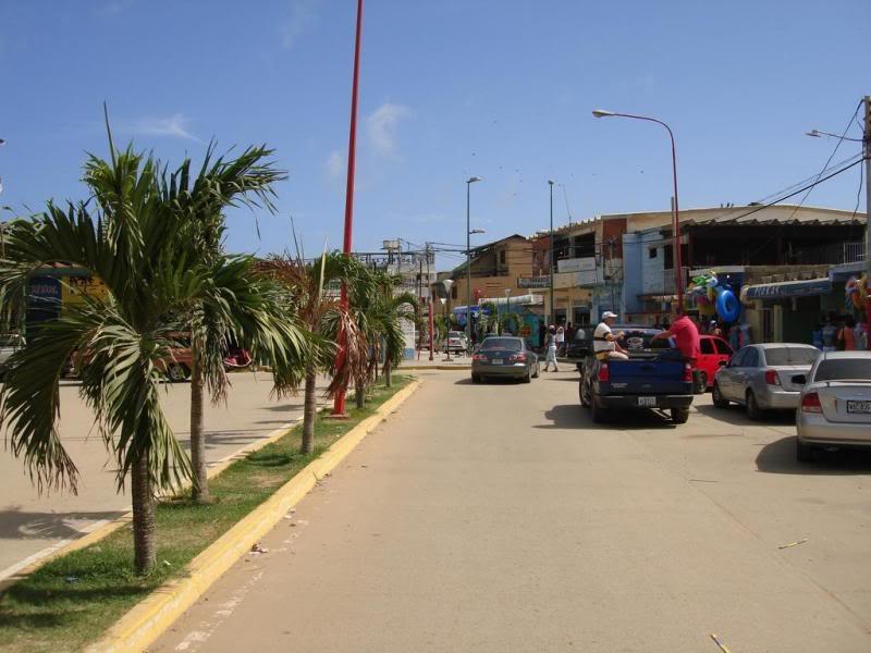 Calle princilal de Chichiriviche.