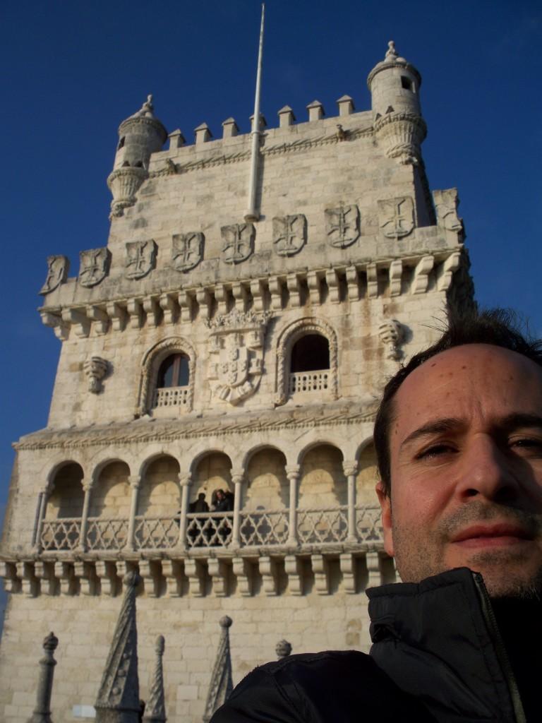 Autoretrato en la Torre de Belém mientras paso frío y disfruto de las vistas.
