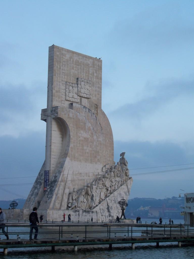 Monumento dos Descubridores. El mirador de arriba está abierto para los más atrevidos.