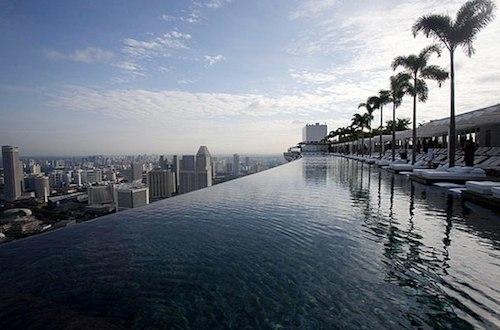 La piscina del hotel es de vértigo