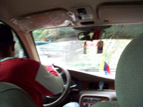 El taxista esquivando un autobús que se nos venía encima.