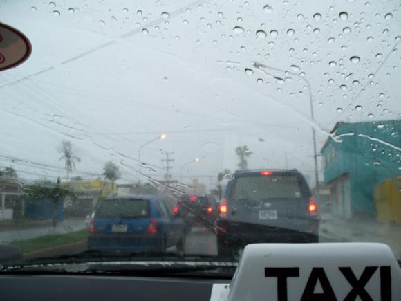 La tormenta se desató de camino a Puerto la Cruz.