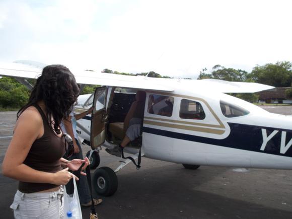 En el aeropuerto de la Paragua.