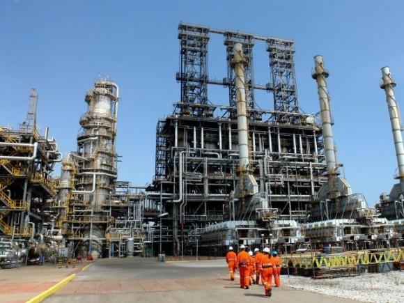 Refinería de petroleo en Puerto la Cruz, Venezuela.