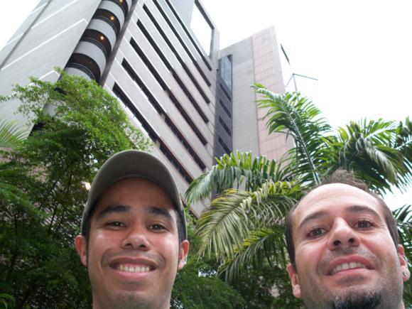 Recorriendo con Alberto el centro financiero de Caracas.