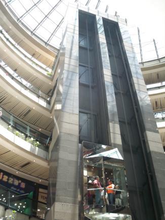 La magnitud del centro comercial impresiona.