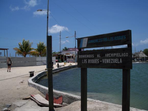 Llegada a Gran Roque, en el aeropuerto, junto a la laguna interior de la isla.