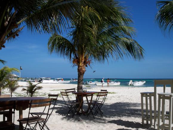 Restaurante Aquarena, en la misma playa.