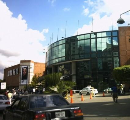 Entrada principal del Centro Comercial Sambil.
