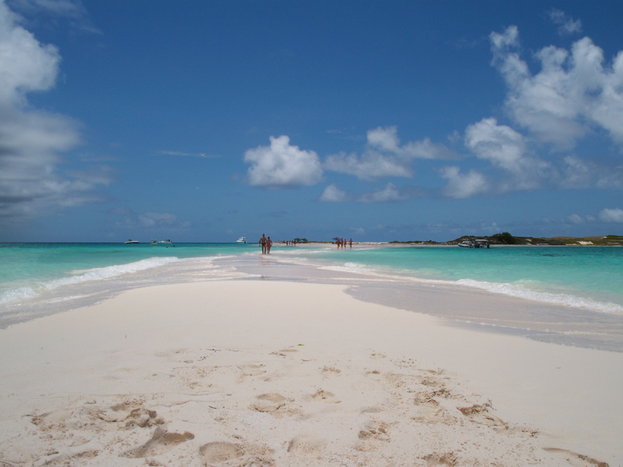 Cayo de Agua, son en realidad dos cayos unidos por una porción de arena.