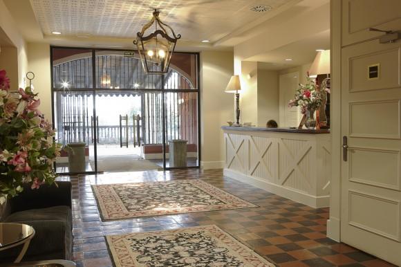 Hall y recepción del hotel.