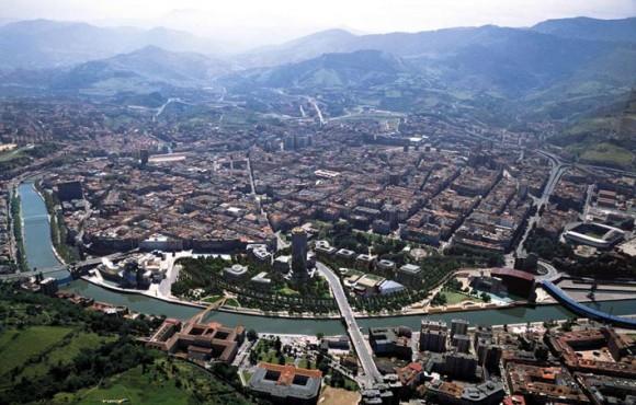 Vista aérea del sector comprendido entre el Guggenheim y el Palacio de Congresos (Foto: www.haitzalde.com)
