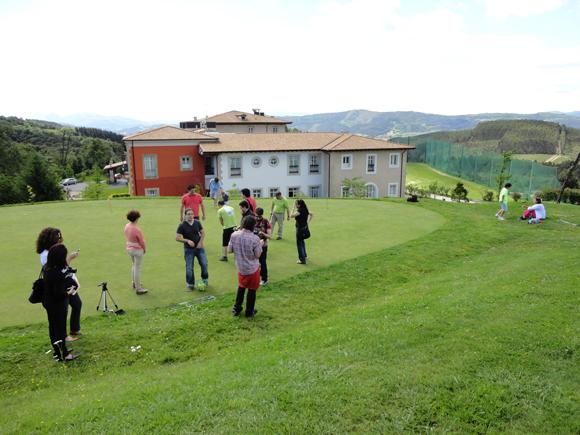 El hotel cuenta con profesores de golf para que puedas aprender.