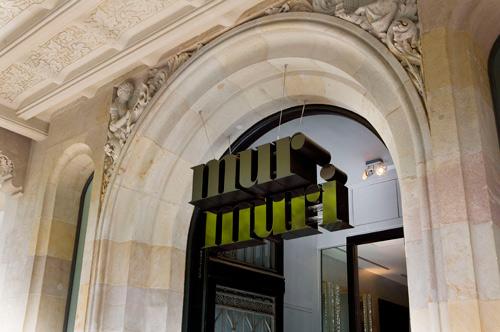 Entrada al Hotel Murmuri, que da nombre al restaurante.