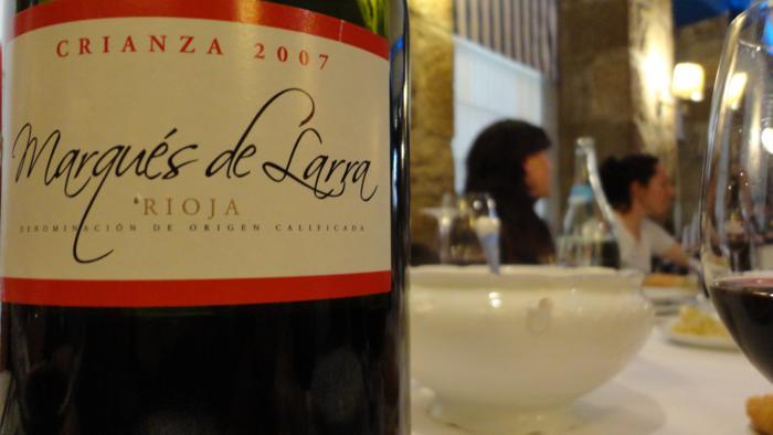 Vino tinto de la Rioja Alavesa. Botellitas de dos litros...