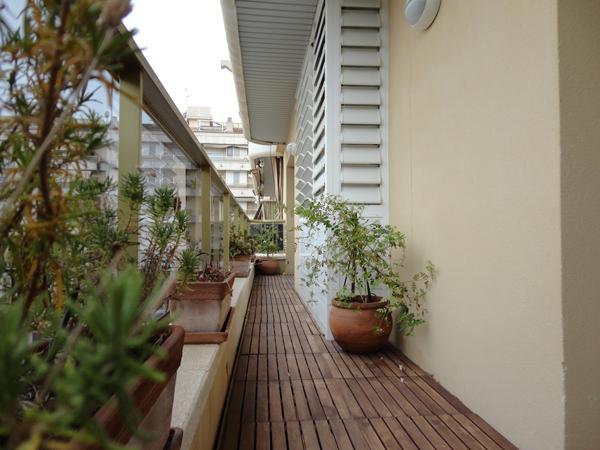 La terracita, pequeña pero suficiente para tomar el fresco.