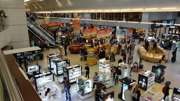 Zona de compras libres de impuestos del aeropuerto de Doha.