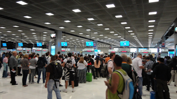 La gran sala con las colas de inmigración. En asia se hacen las cosas a lo grande.