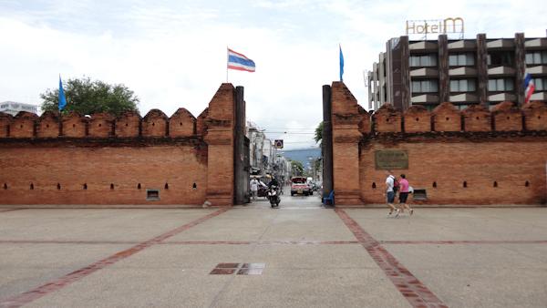 Una de las cuatro puertas de entrada a la ciudad antigua de Chiang Mai.