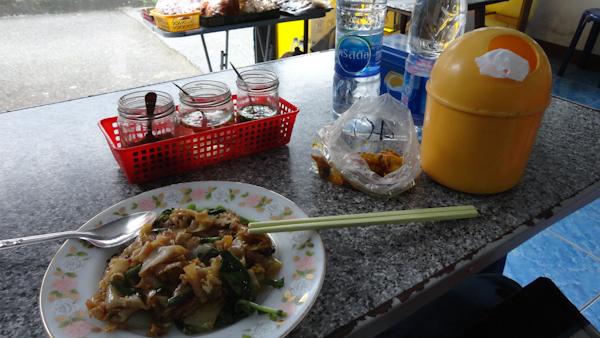 Pad Thai y calamares fritos con miel.