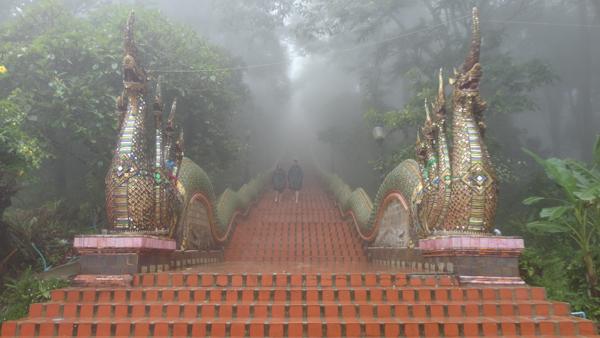 Escalinata de acceso al Templo Doi Suthep.