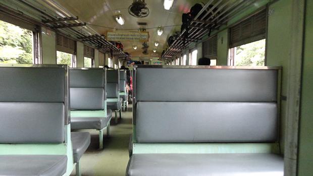 Los asientos de tercera clase.