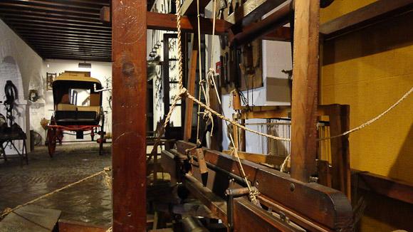 Telares y herramientas de carpintería.