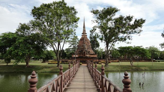 Wat Sra Sri, con su pasarela de acceso uno de los más interesantes.