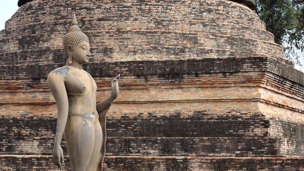 En el Wat Sra Sri se encuentra la única representación de buda con cuerpo femenino de toda Tailandia.