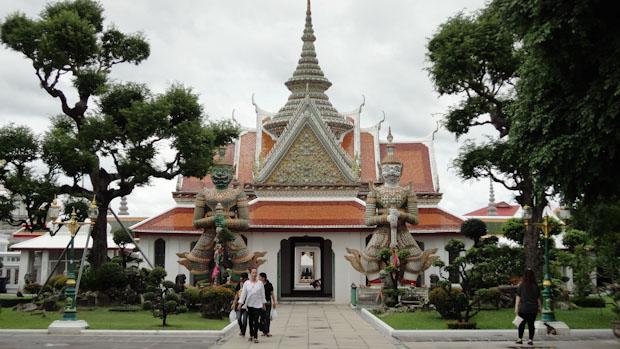 Entrada al recinto del Wat Arun.