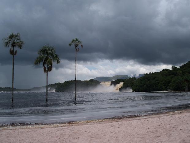 Laguana de Canaima en temporada de lluvias.