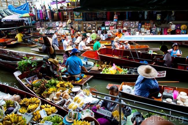 Mercado flotante de Amphawa, en plena acción (foto: AlbumDigital.org)