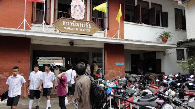Estación de Mahachai, primera parada.