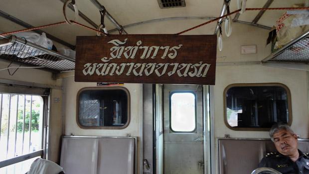 La puerta del fondo comunica con la máquina desde donde podrás ver la llegada a Maek Long.