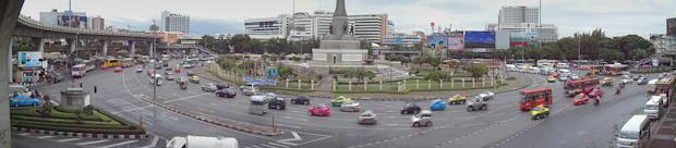 Tránsito rodado en Victory Monument (Bangkok)