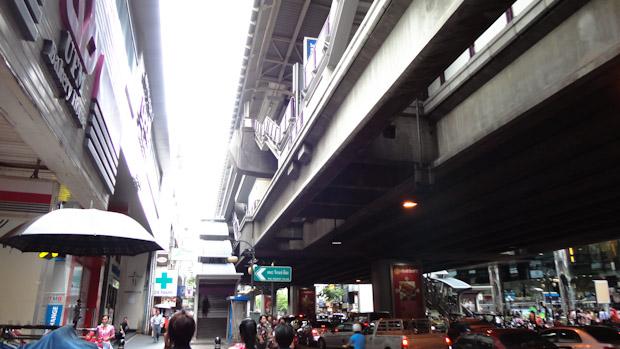Estación del tren en el área de Silom.