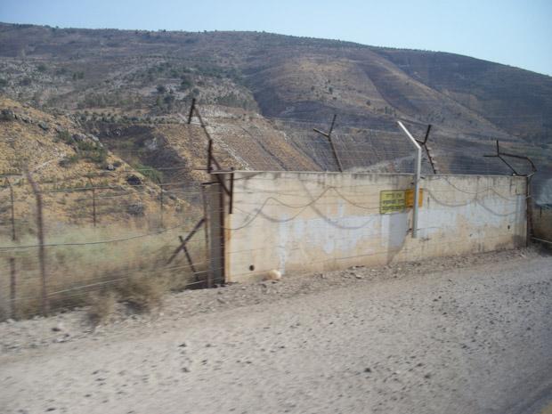 Es extraño estar de turista en un conflicto bélico que se prolonga en el tiempo. Frontera con Siria.