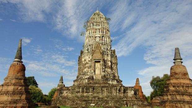 Torre principal del Wat Ratcha Burana.