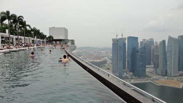 El puerto de Singapur al fondo.