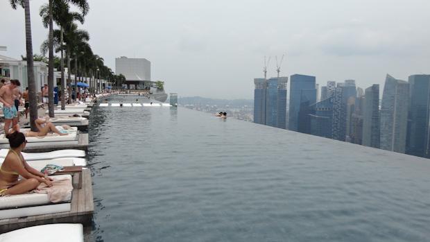 Bañarse en la Infinity Pool del Marina Bay Sands no debe tener precio.