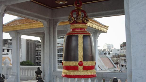 Una de las cuatro campanas que custodian el templo en sus cuatro esquinas.