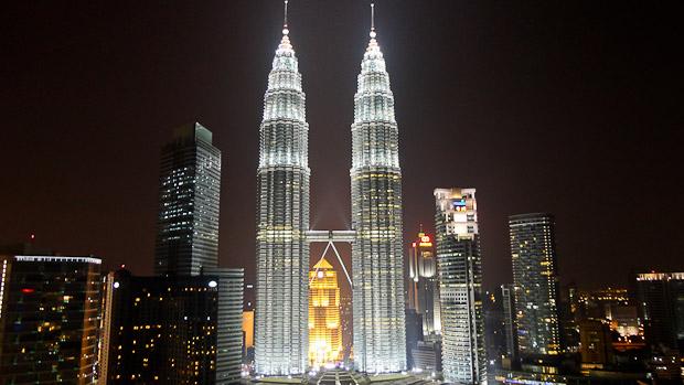 Vista nocturna desde el skybar del Hotel Traders.