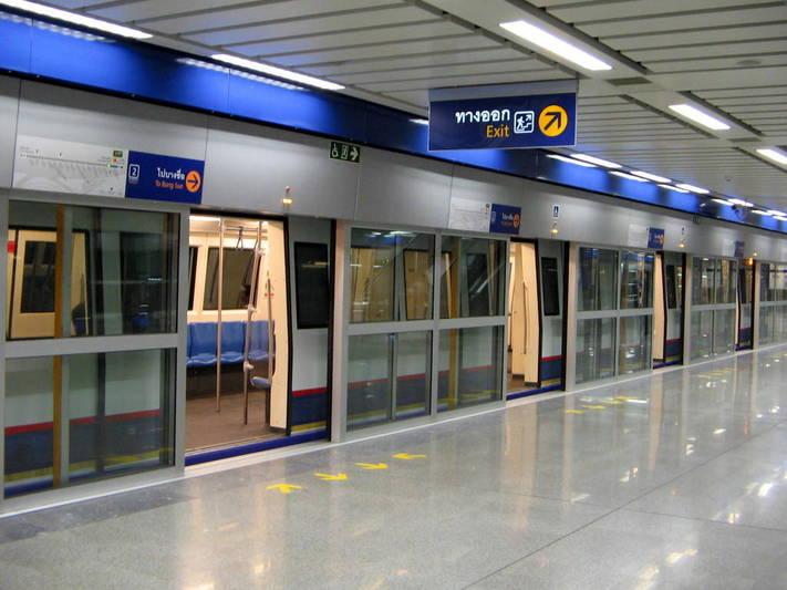 Estación de metro con puertas automáticas (Foto: http://bangkokscoop.com)