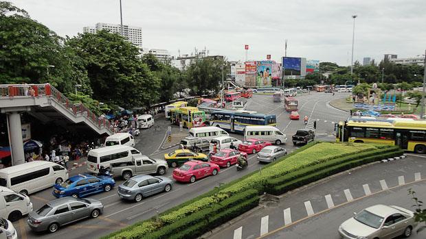 Hoy es centro de convergencia de múltiples transportes públicos y tráfico rodado.