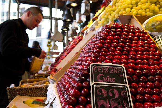 Frutas importadas y de fuera de temporada.