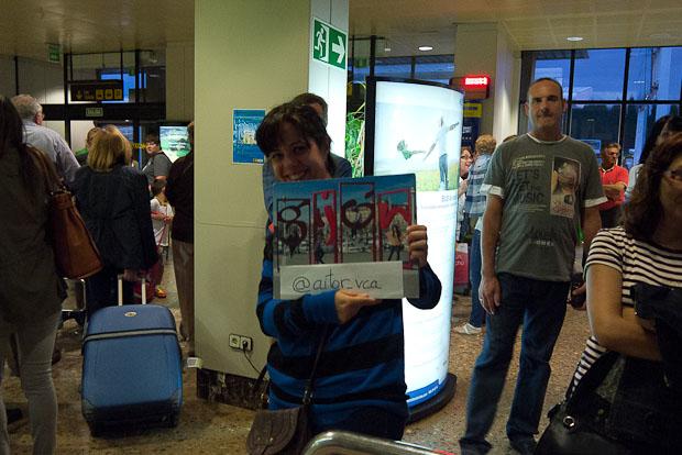 Belén esperándome en el aeropuerto.