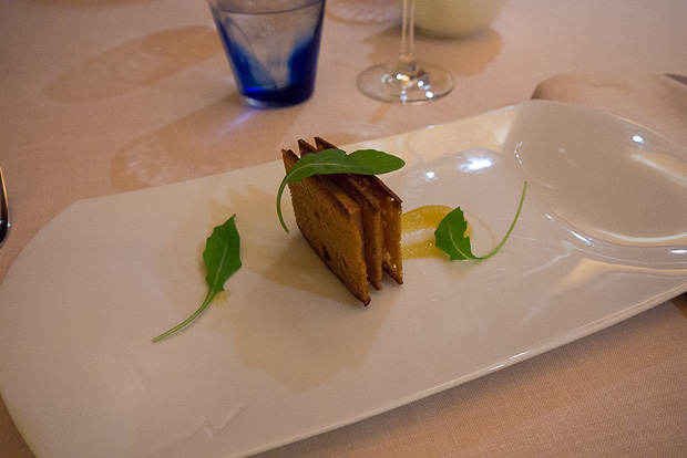 El foie también acompañado de compota de manzana para contrastar.
