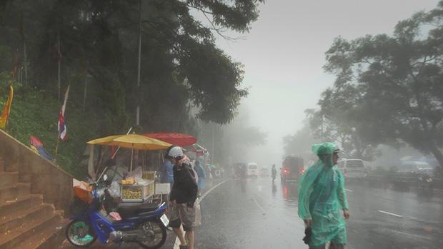 La lluvia puede ser un inconveniente peligroso. Hay que ir preparado.
