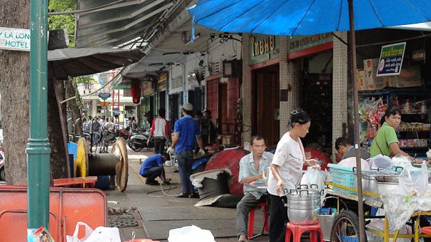 Las calles más alejadas, encierran los talleres y fábricas que trabajan sobre las aceras.